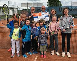Pressebericht 7. Juni 2017: Spende für die Tennisjugend von Firma Kropat